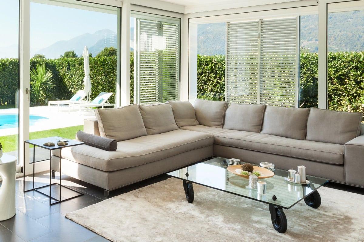 veranda moderne en pvc blanc